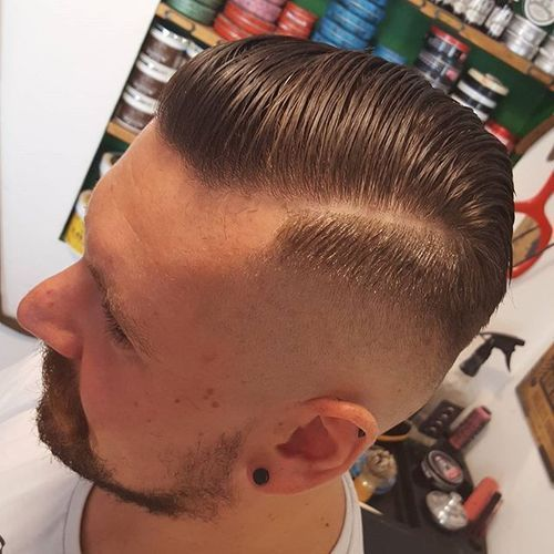 dlouho top fade haircut for white men